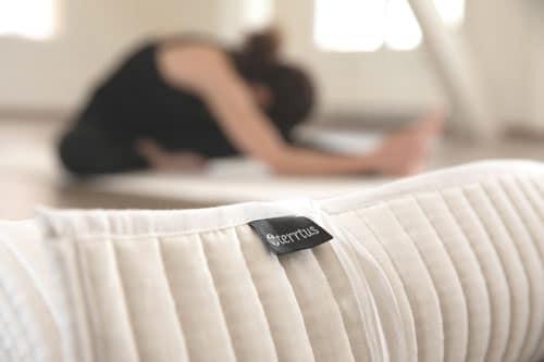 Yogamatte-gerollt-hintergru